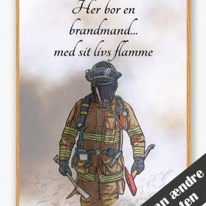 Her bor en brandmand... (brun) - plakat