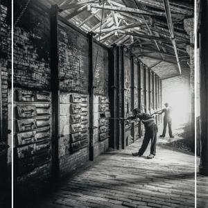 Arbejdere på svovlfabrik - Gamle billeder af København plakat